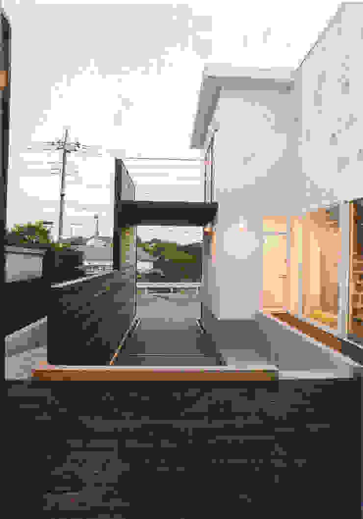 コートヤード モダンな庭 の 阿部泰道建築設計事務所 モダン