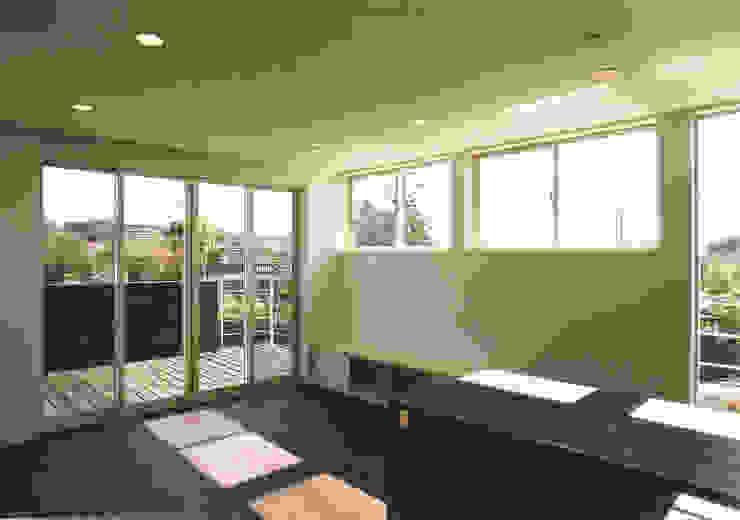 2階リビング モダンデザインの リビング の 阿部泰道建築設計事務所 モダン