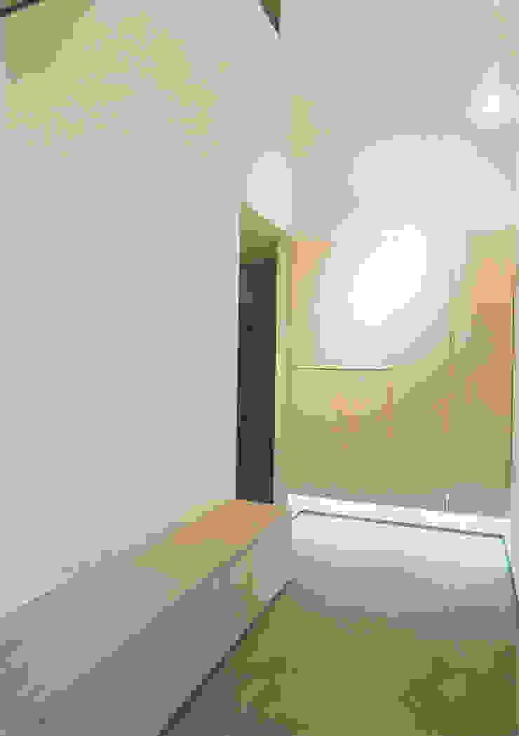 エントランスホール モダンな 壁&床 の 阿部泰道建築設計事務所 モダン