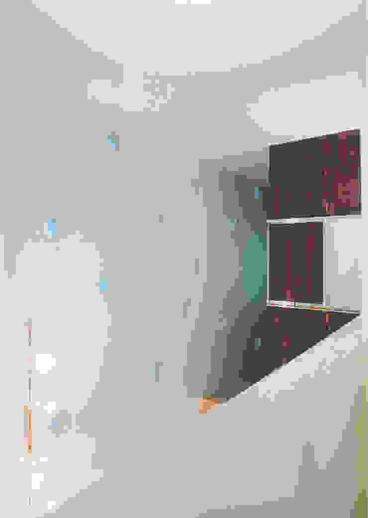 エントランスホール吹抜 モダンスタイルの 玄関&廊下&階段 の 阿部泰道建築設計事務所 モダン