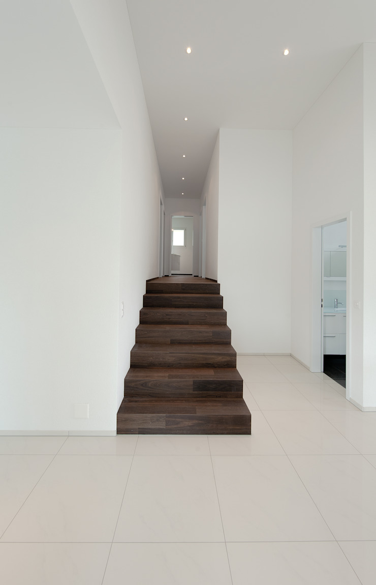 B+B Planer AG Pasillos, vestíbulos y escaleras modernos
