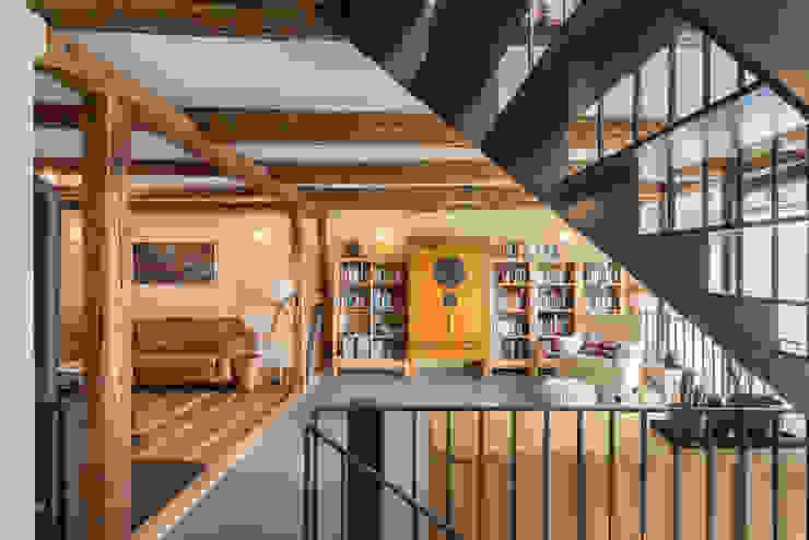Wohnzimmer im Obergeschoss qbatur Planungsgenossenschaft eG Klassische Wohnzimmer