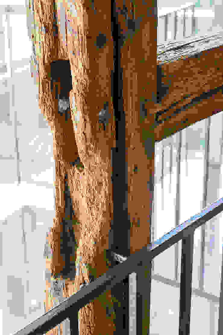 Detail Holzständer qbatur Planungsgenossenschaft eG Klassische Wohnzimmer