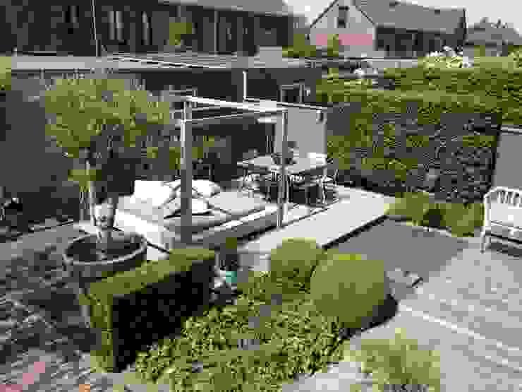 Moderne tuin Hoofddorp:  Tuin door Biesot,