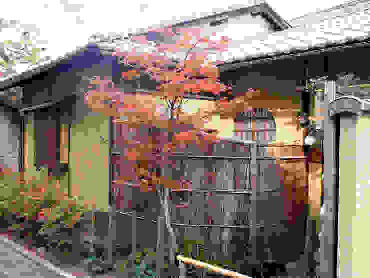 前庭 の 一級建築士事務所 ネストデザイン 和風 木 木目調
