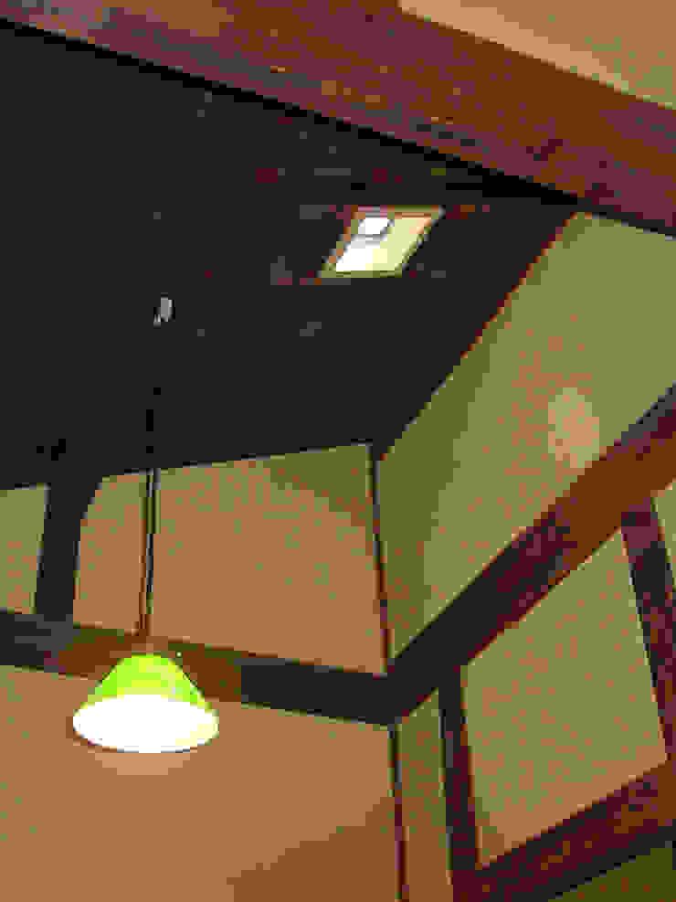 天窓とペンダントライト の 一級建築士事務所 ネストデザイン 和風 木 木目調
