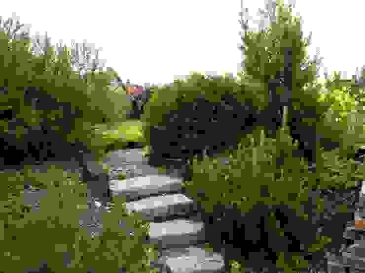 Schody ogrodowe z kamienia od Garden Ekspert Studio Architektury Krajobrazu Klasyczny