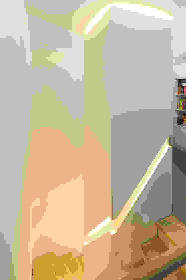 dieMeisterTischler Koridor & Tangga Minimalis