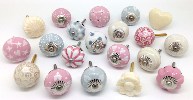 Beau Rose A Stunning set of 20 mixed cupboard door knobs od These Please Ltd Eklektyczny
