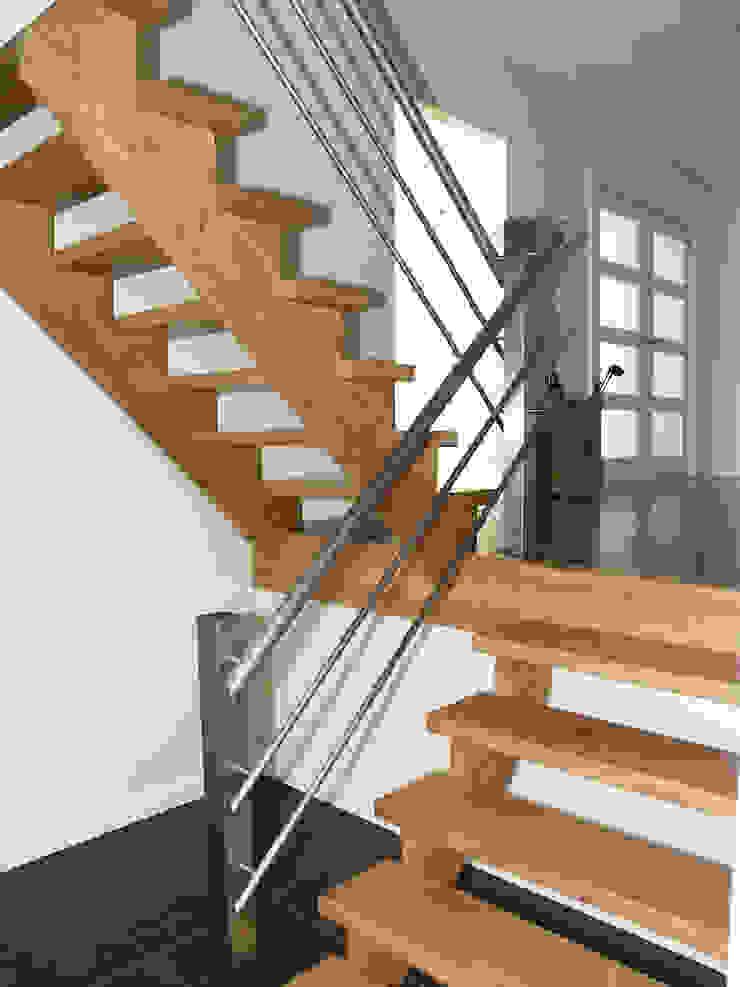 RVS trapleuningen Moderne gangen, hallen & trappenhuizen van Kouwenbergh Machinefabriek B.V. Modern