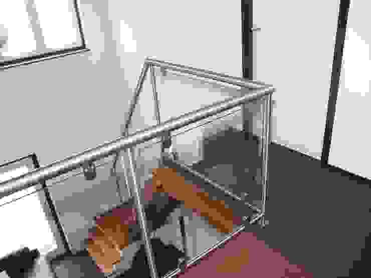 RVS balustrade met glas Moderne gangen, hallen & trappenhuizen van Kouwenbergh Machinefabriek B.V. Modern