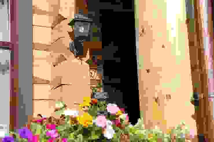 Rustikale Häuser von OwnHome Rustikal