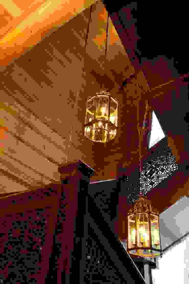 Rustikaler Flur, Diele & Treppenhaus von OwnHome Rustikal