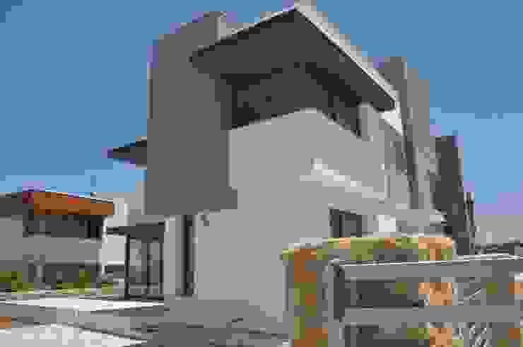 Дома в классическом стиле от ÖZYALÇIN CONSTRUCTION Классический