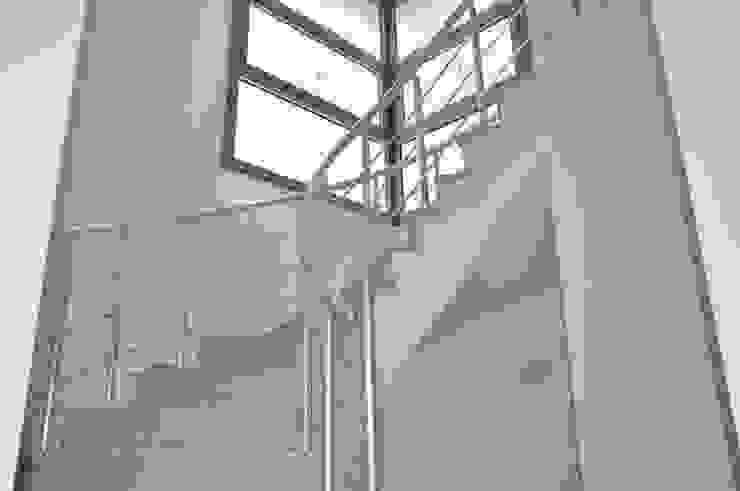 Maisons classiques par ÖZYALÇIN CONSTRUCTION Classique