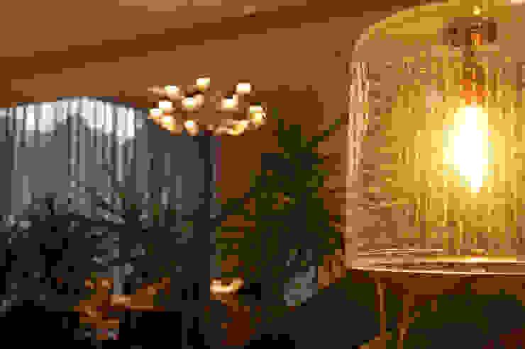 Salas de estilo moderno de Iluminarq Moderno