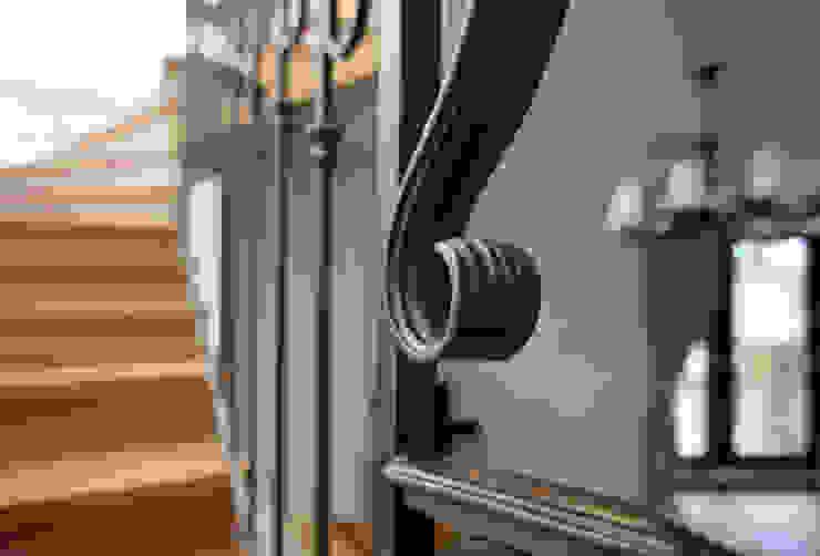 Дизайн-студия интерьера 'ART-B.O.s' Couloir, entrée, escaliersEscaliers