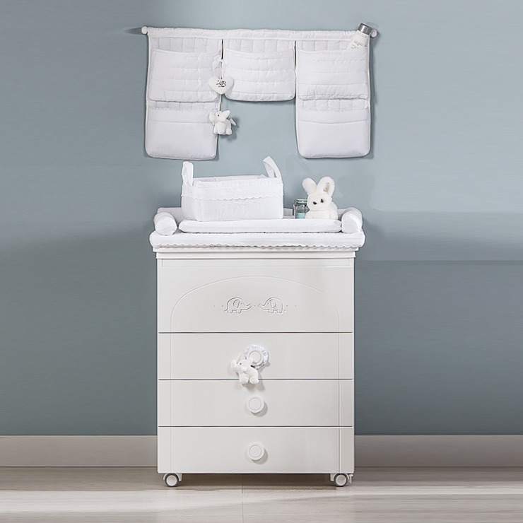 'Miro' White changing table with drawers by Picci por My Italian Living Moderno Madeira Acabamento em madeira