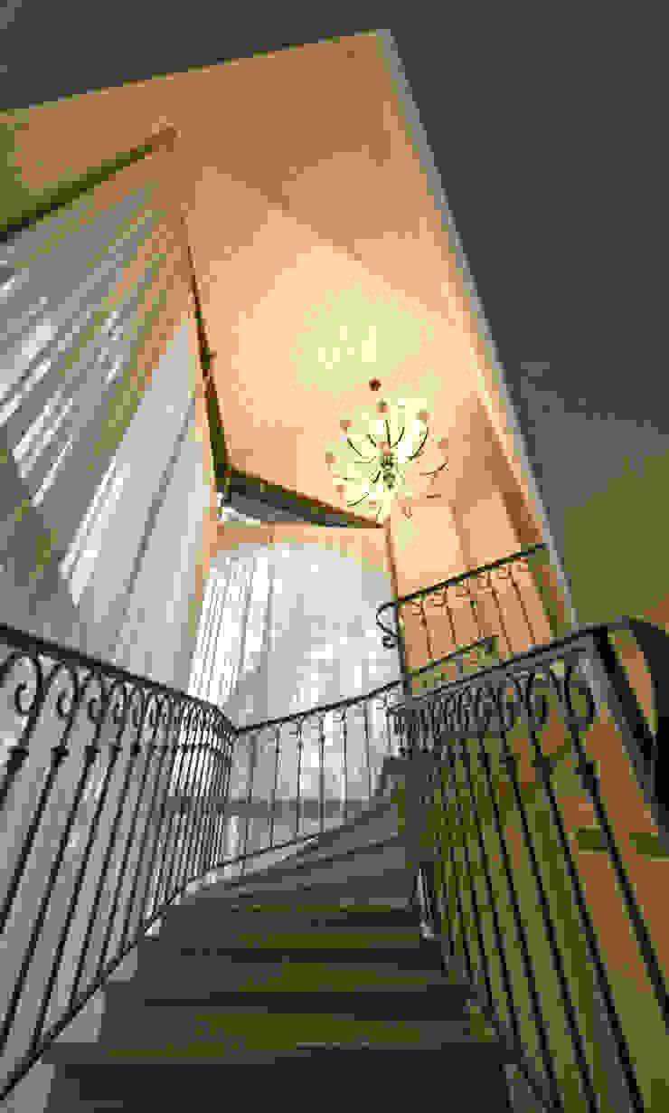 Дизайн-студия интерьера 'ART-B.O.s' Couloir, entrée, escaliers classiques