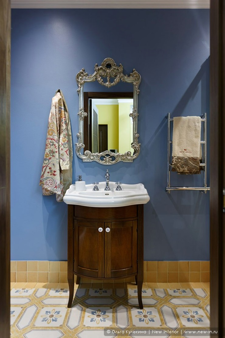 Ольга Кулекина - New Interior Colonial style bathroom Blue