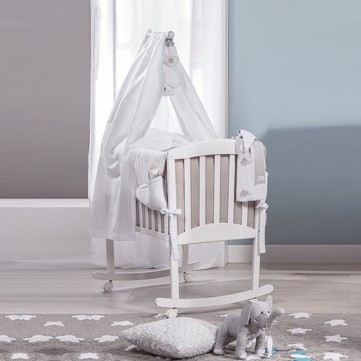 'Miro' Italian white/coffee rocking crib with veil by Picci por My Italian Living Moderno Madeira Acabamento em madeira