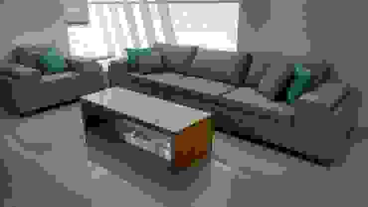 Sala con mesa de centro de KARDA MUEBLES Moderno