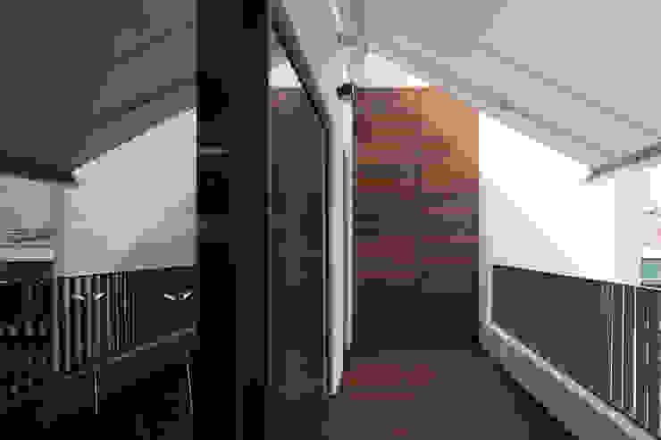Modern balcony, veranda & terrace by RRJ Arquitectos Modern