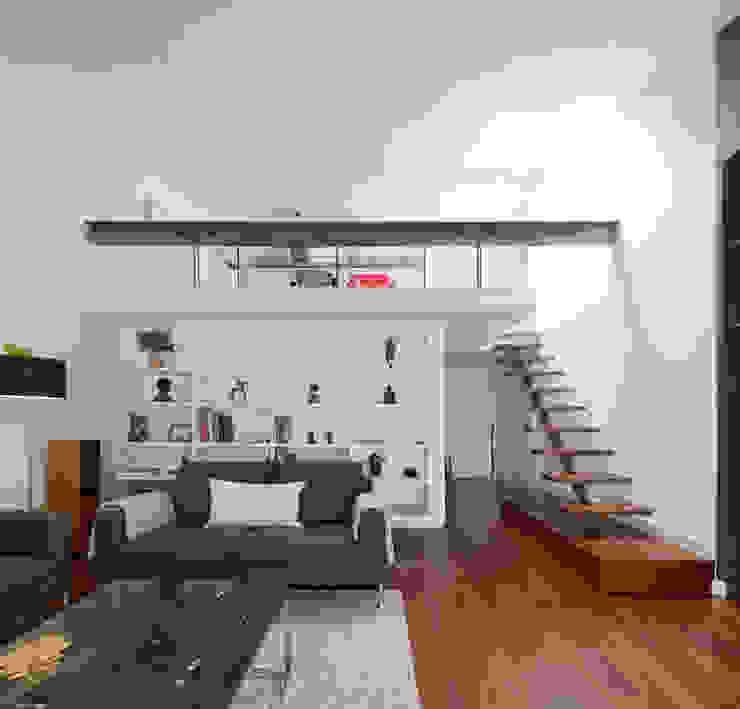 现代客厅設計點子、靈感 & 圖片 根據 RRJ Arquitectos 現代風
