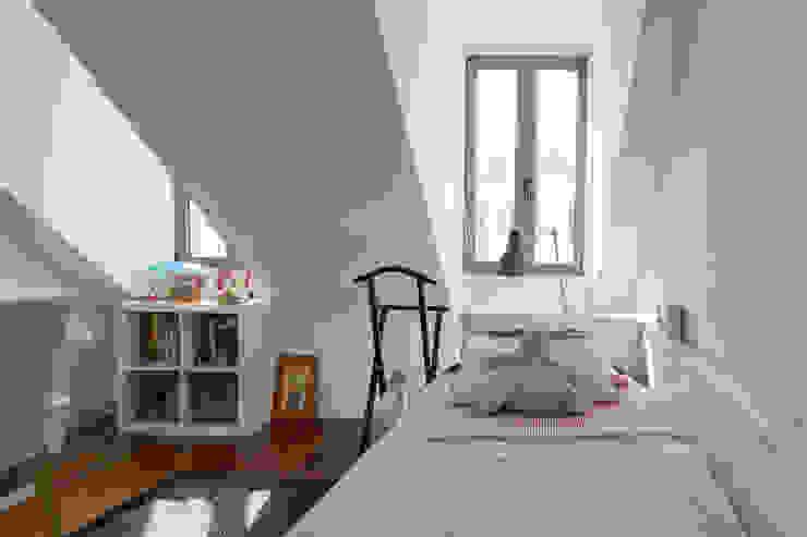 Modern nursery/kids room by RRJ Arquitectos Modern