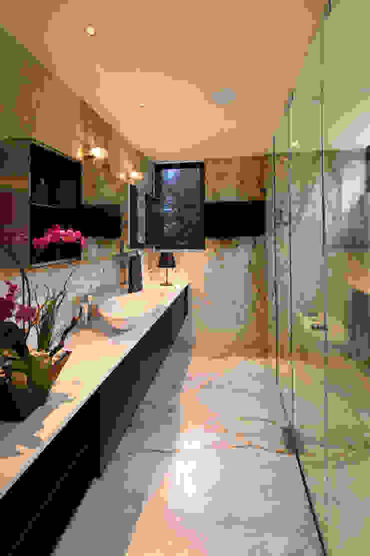 grupoarquitectura Salle de bain minimaliste