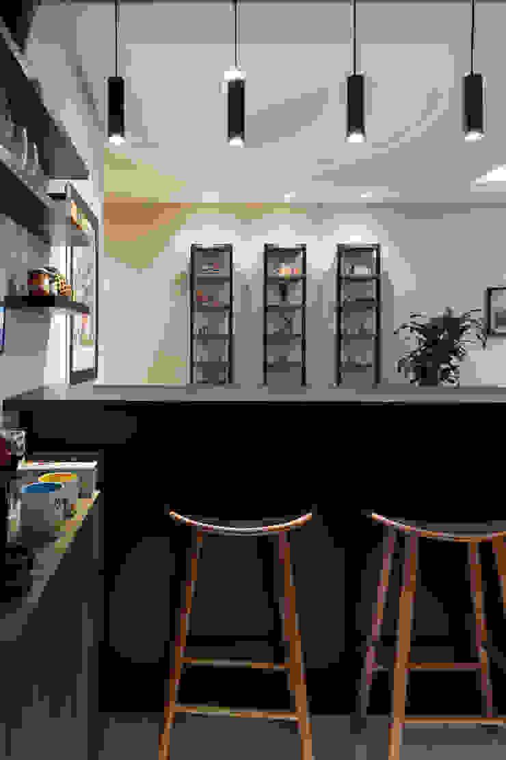 COZINHA INTEGRADA COM ESTAR E JANTAR Salas de jantar modernas por Pura!Arquitetura Moderno