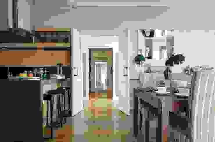 Идеальный фон (ЖК Авеню77) Гардеробная в стиле модерн от White & Black Design Studio Модерн