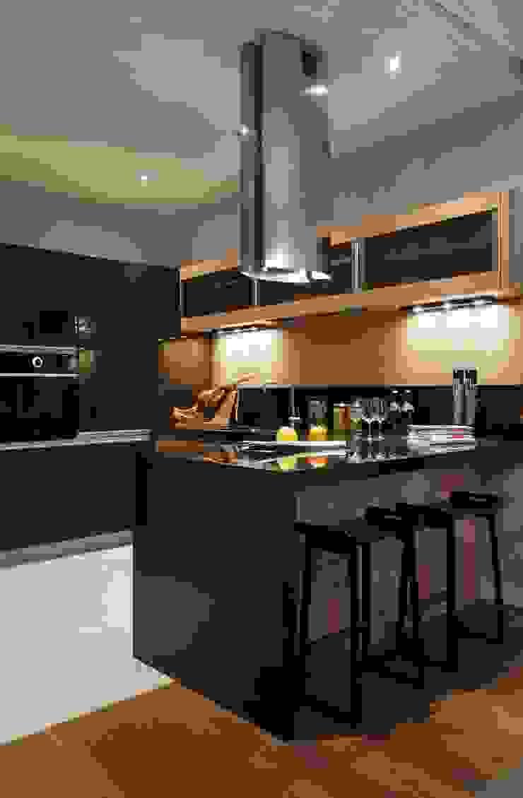 Идеальный фон (ЖК Авеню77) Кухня в стиле модерн от White & Black Design Studio Модерн