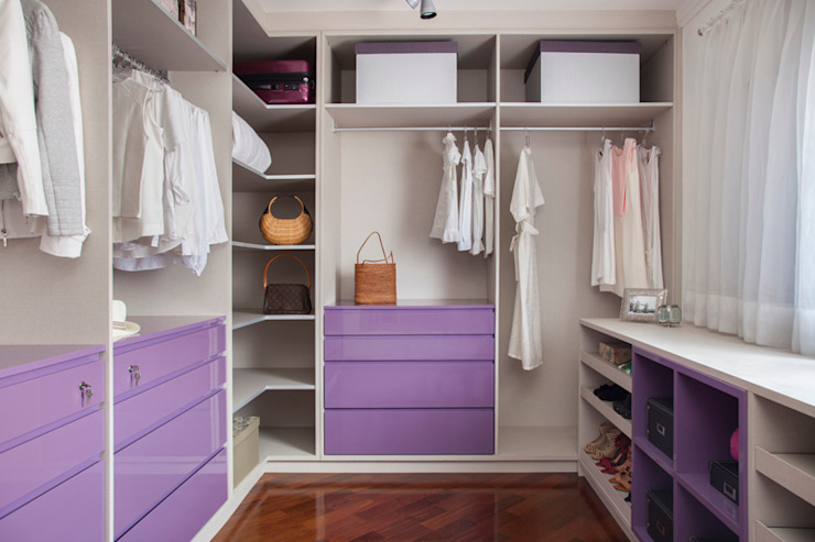 Dressing room by Aonze Arquitetura, Minimalist MDF