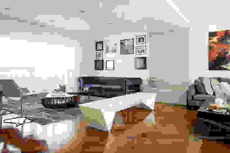 by Michelle Machado Arquitetura Сучасний