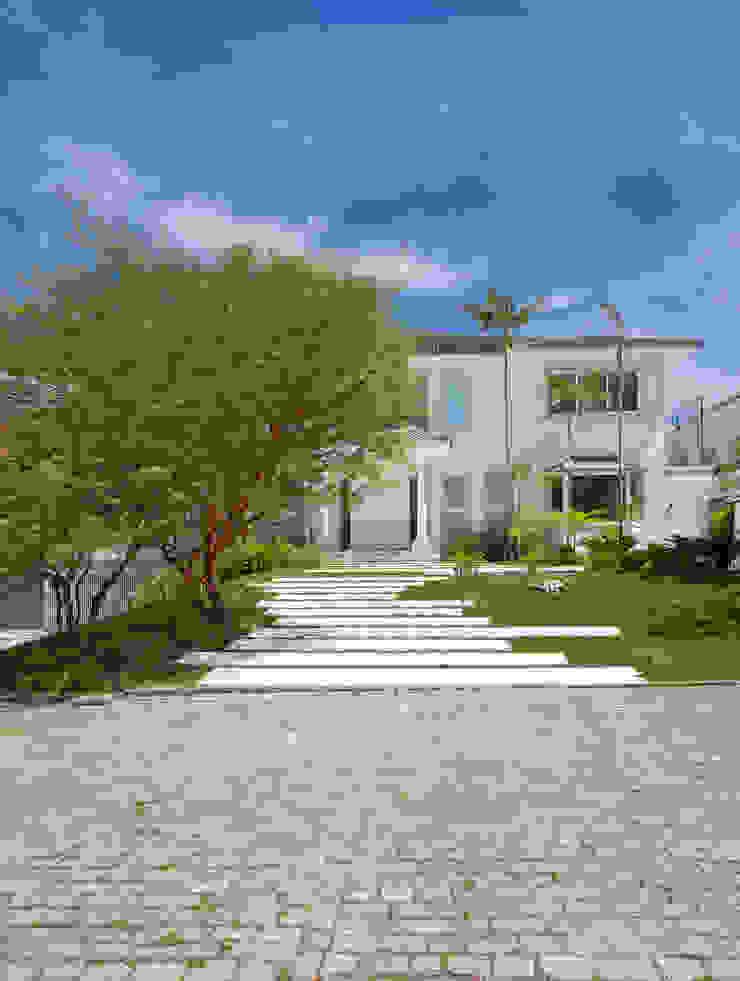 35 House Modern garden by Estúdio Barino   Interiores Modern
