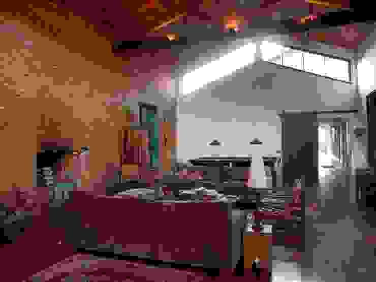 Ronald Ingber Arquitetura Living roomSofas & armchairs
