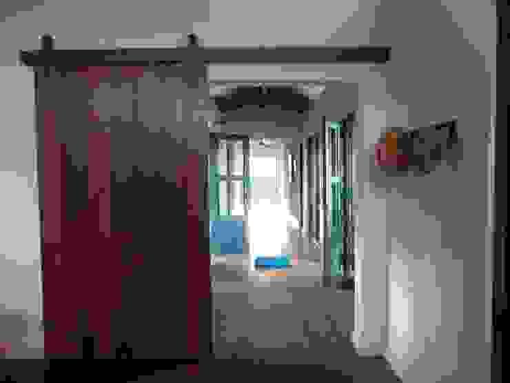 Hall de entrada e corredor para os quartos Corredores, halls e escadas rústicos por Ronald Ingber Arquitetura Rústico