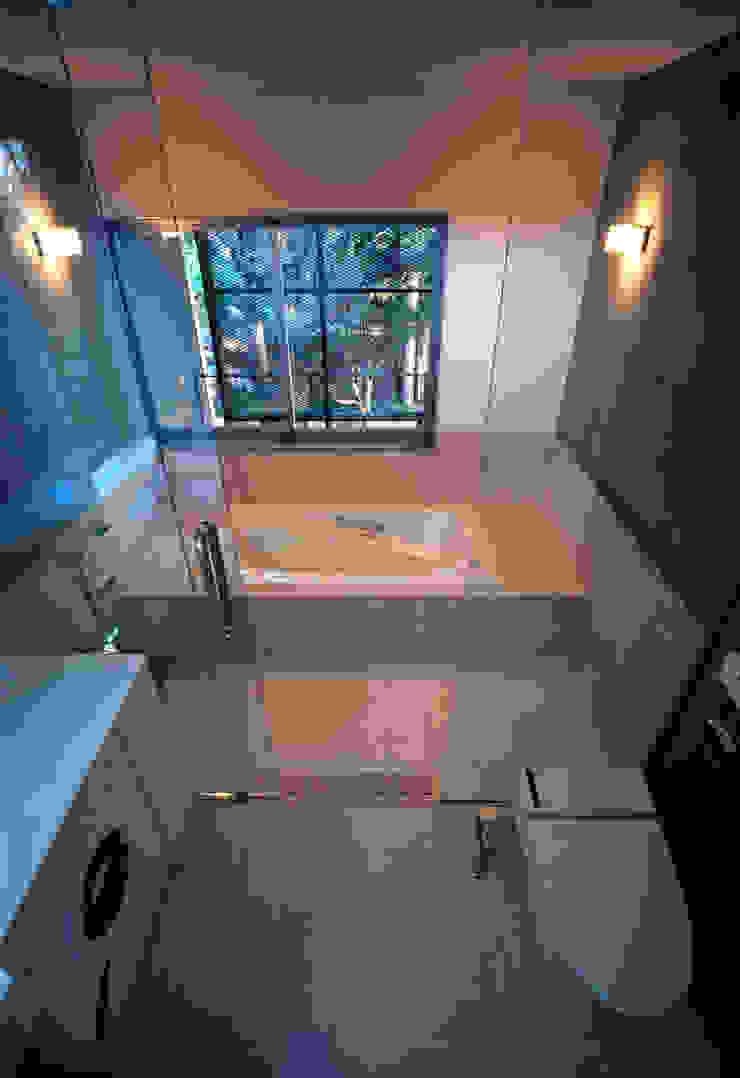 大銀杏の家 モダンスタイルの お風呂 の HAN環境・建築設計事務所 モダン