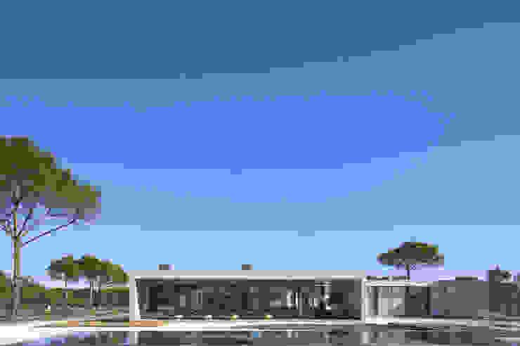 現代房屋設計點子、靈感 & 圖片 根據 RRJ Arquitectos 現代風