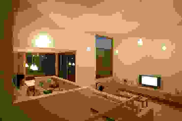 居間、台所2 オリジナルデザインの リビング の キタウラ設計室 オリジナル