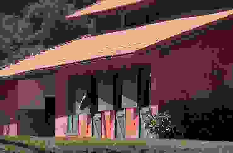 Cocheira Casas rústicas por Ronald Ingber Arquitetura Rústico