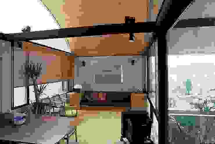 3階居間 オリジナルデザインの リビング の 桑原建築設計室 オリジナル