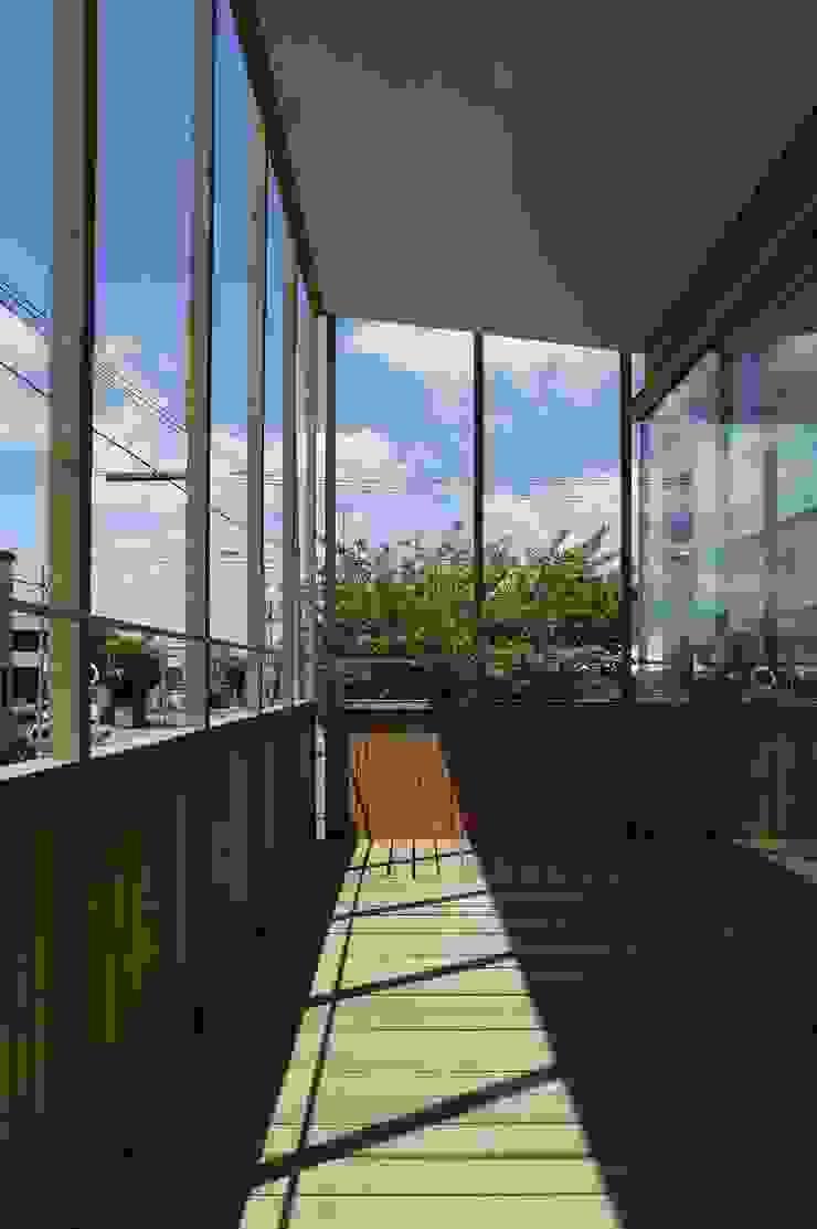 Balcones y terrazas eclécticos de キタウラ設計室 Ecléctico
