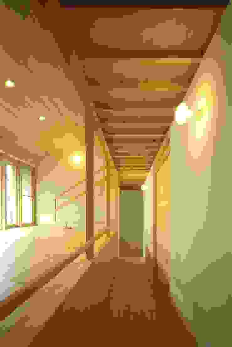 1階廊下 オリジナルスタイルの 玄関&廊下&階段 の キタウラ設計室 オリジナル