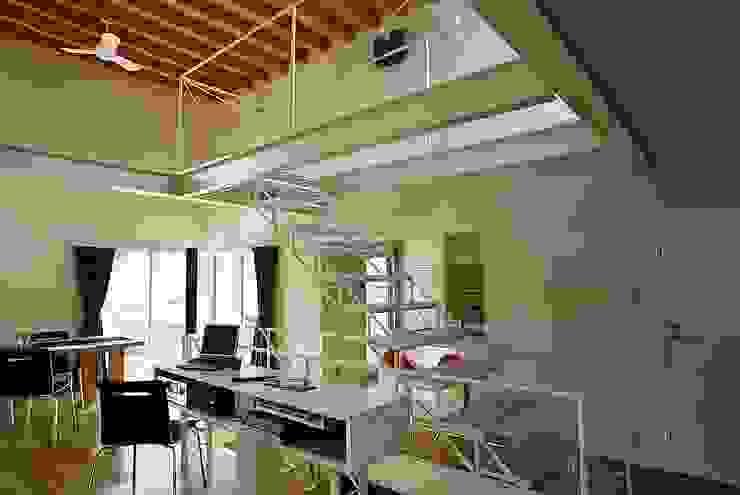 ロフト階段 モダンスタイルの 玄関&廊下&階段 の 桑原建築設計室 モダン