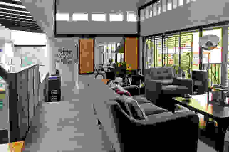 Salas de estilo  por Iluminarq, Moderno