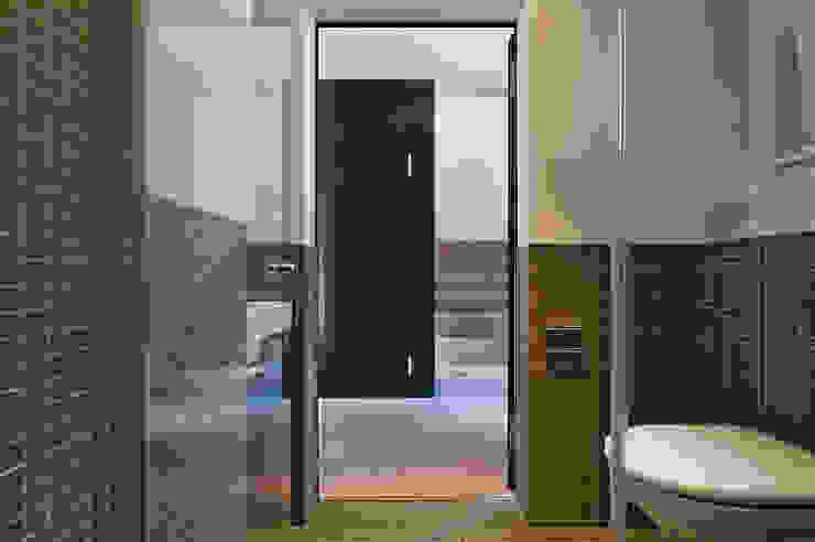 Pasillos, vestíbulos y escaleras modernos de Giesser Architektur + Planung Moderno