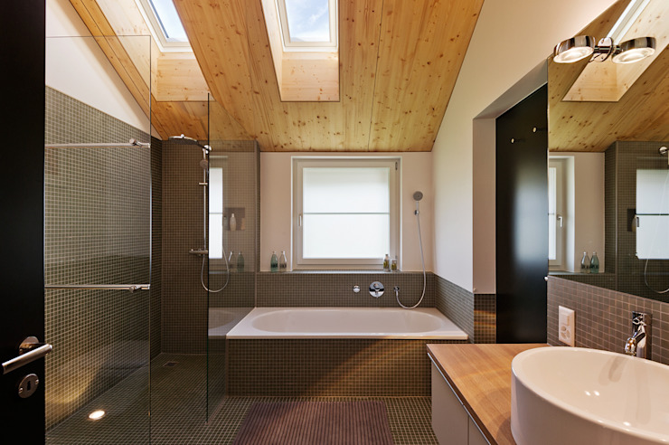 Bathroom by Giesser Architektur + Planung, Modern