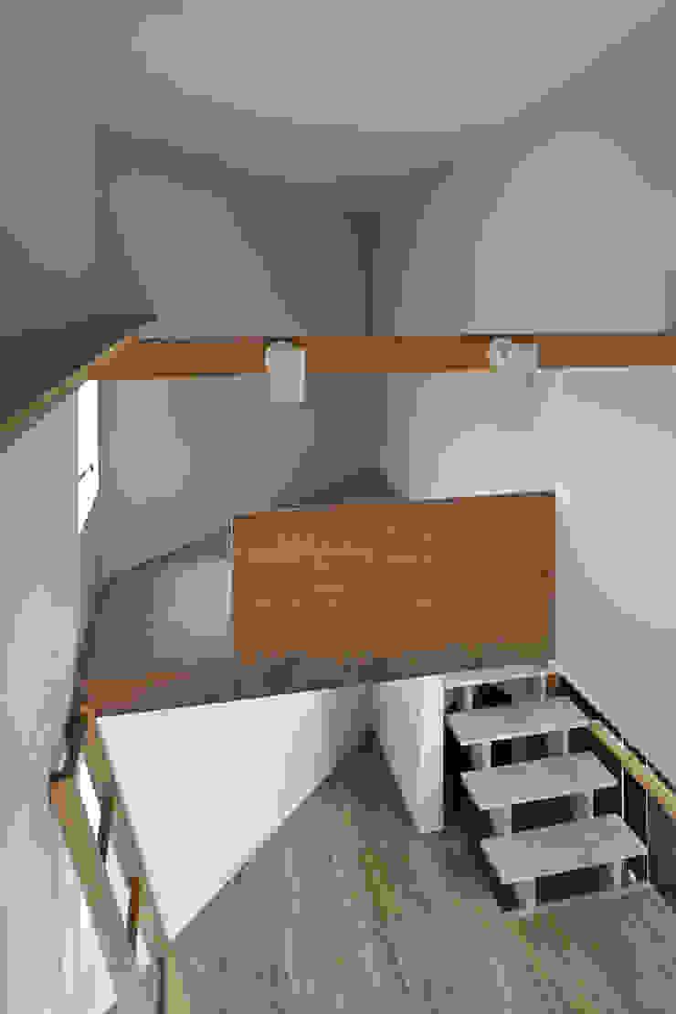 子供室北側のロフト空間。 オリジナルデザインの 子供部屋 の 宮武淳夫建築+アルファ設計 オリジナル